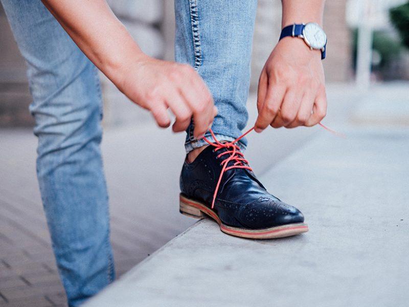червени връзки обувки промазан памук