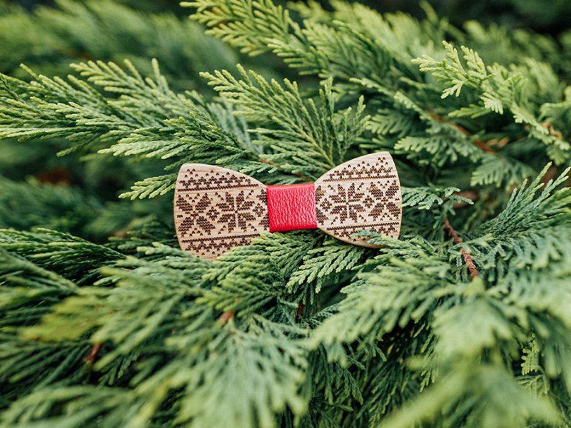 дървена папионка коледа плетка