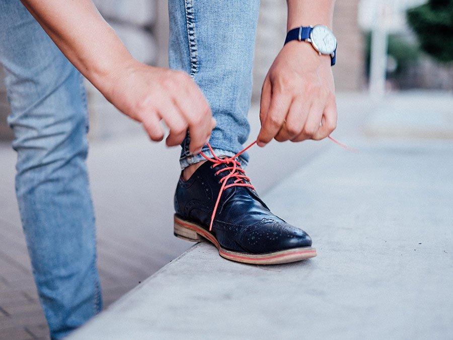 цветни връзки обувки часовник каишка