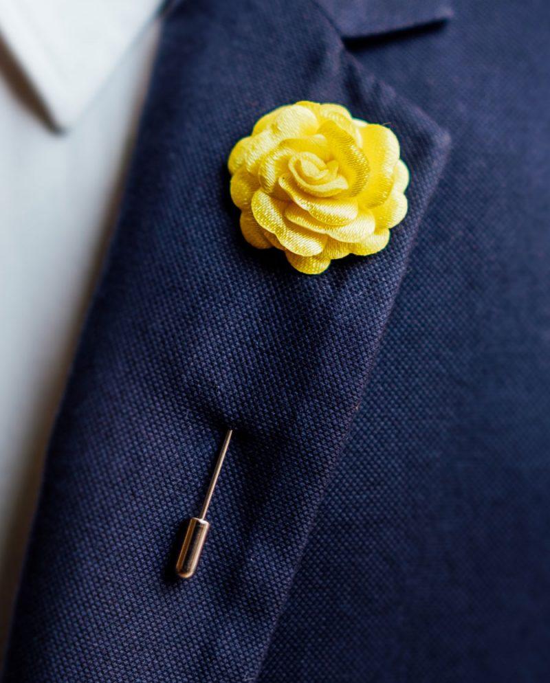 игла ревер жълта роза