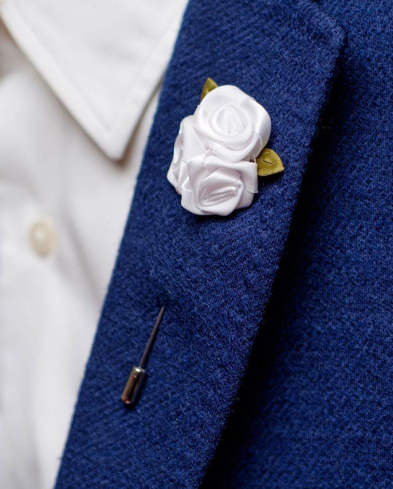 бели рози игла ревер