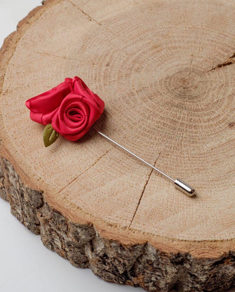 червени рози игла ревер