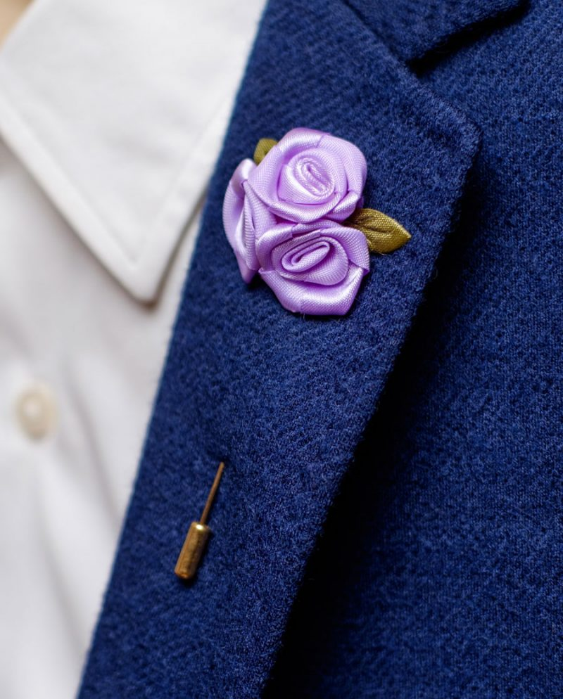 светлолилави рози игла ревер