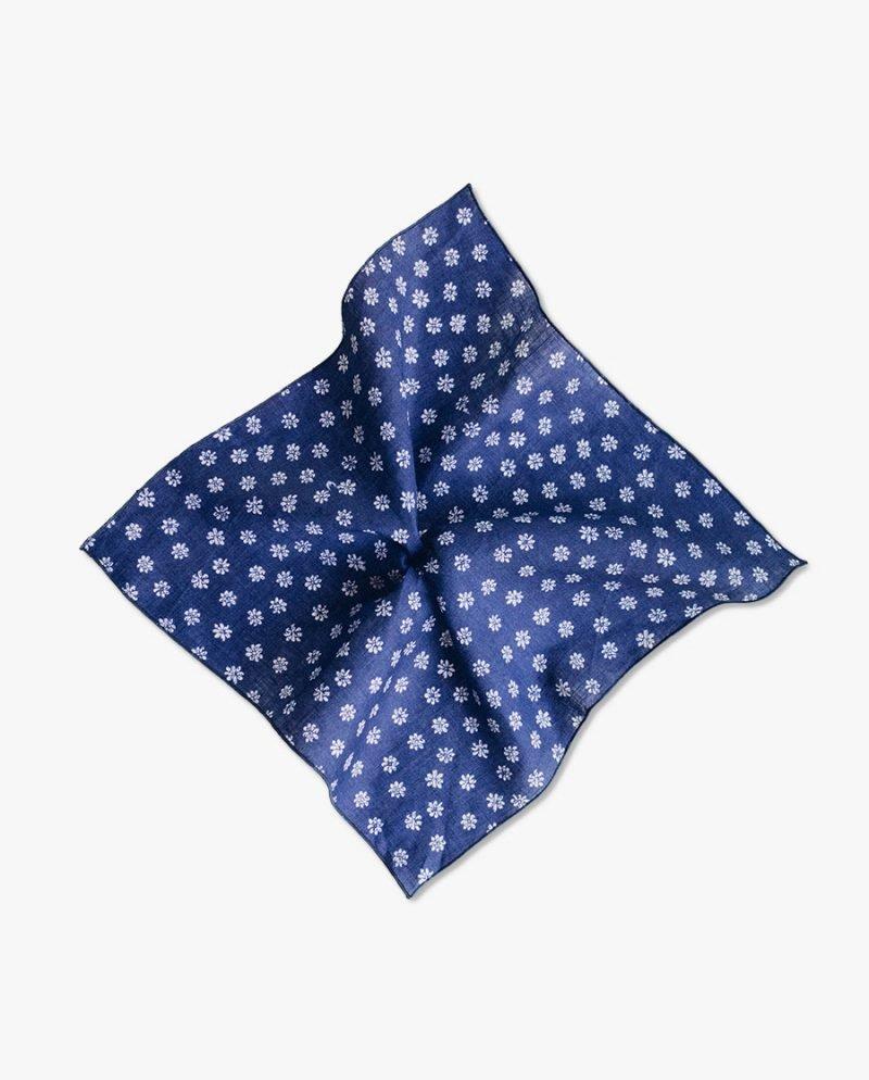 синя джобна кърпичка маргаритка