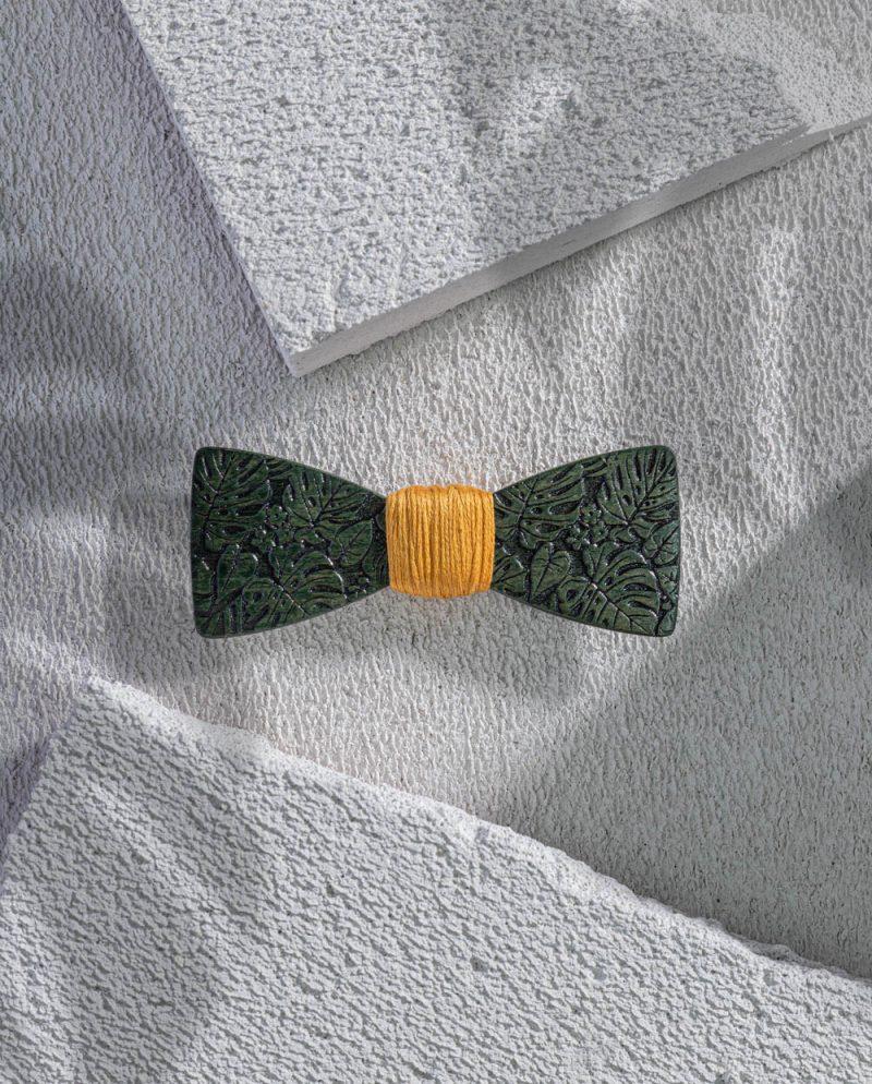 гравирана зелена папионка тропик дърварт