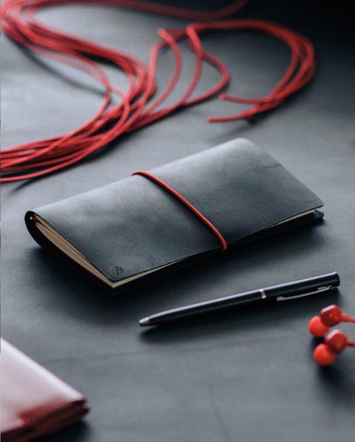черен кожен тефтер бележник дневник