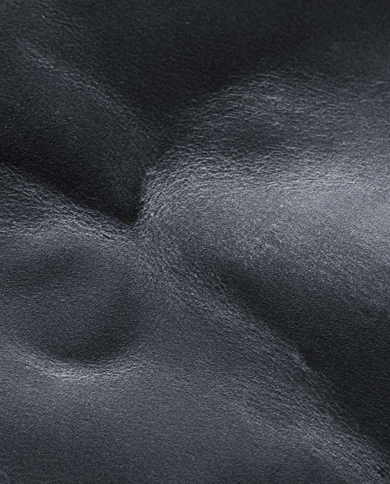 черна кожа крейзи възвръщащ ефект