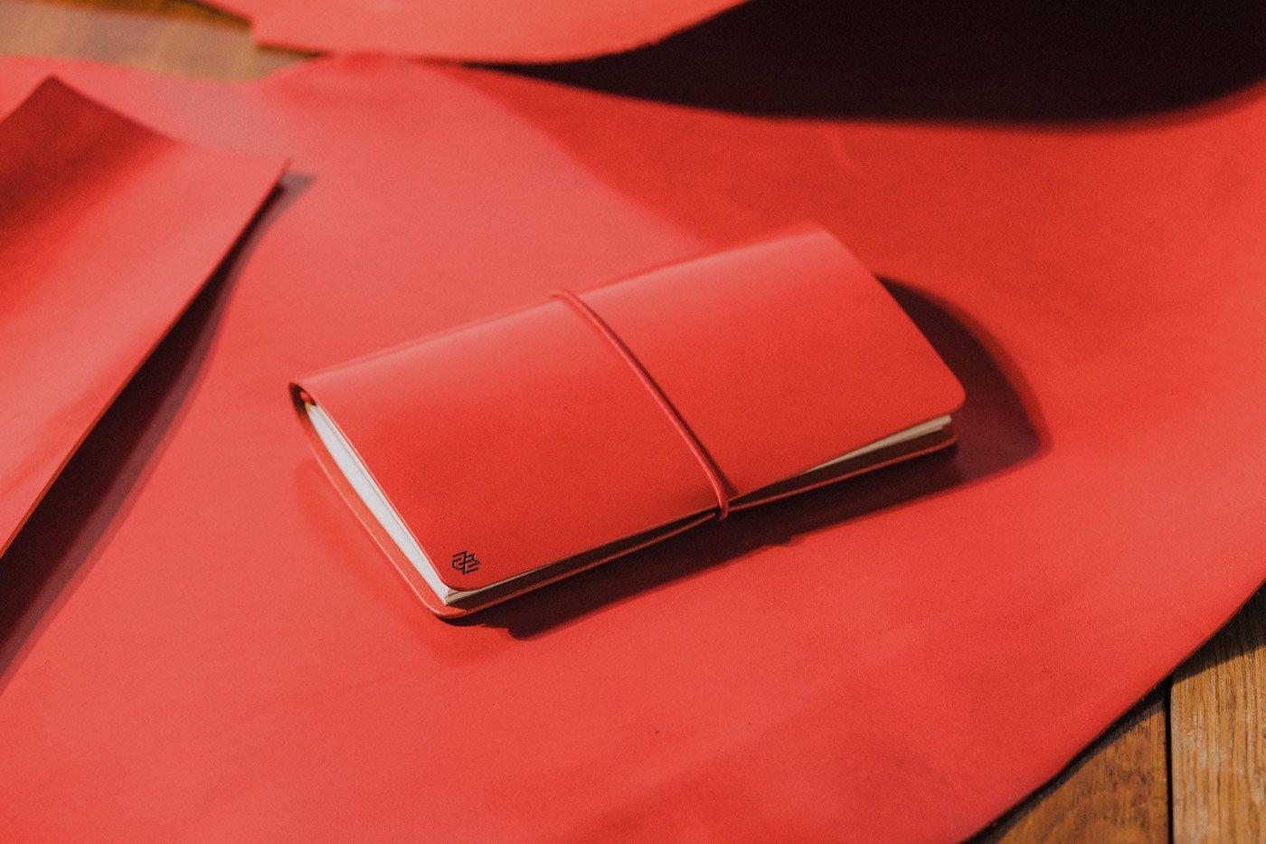 червен тефтер бележник дневник мено