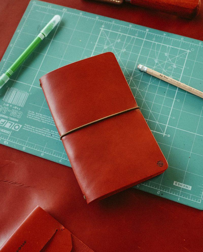 тъмночервен кожен тефтер бележник дневник